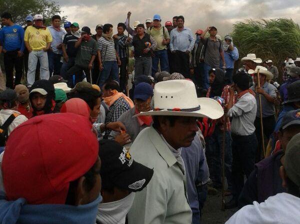 Miles de campesinos productores de maíz reclaman a 5 mil pesos la tonelada, originalmente les ofrecían 2500, ahora el gobierno dicen que son 3 mil 700 pesos.