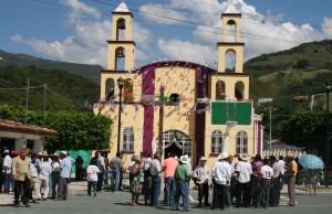 Campesinos excepticos con que la CFE cumpla con lo prometido, porque aún tiene pendientes con la primera presa. Foto: Isaín Mandujano/Chiapas PARALELO.