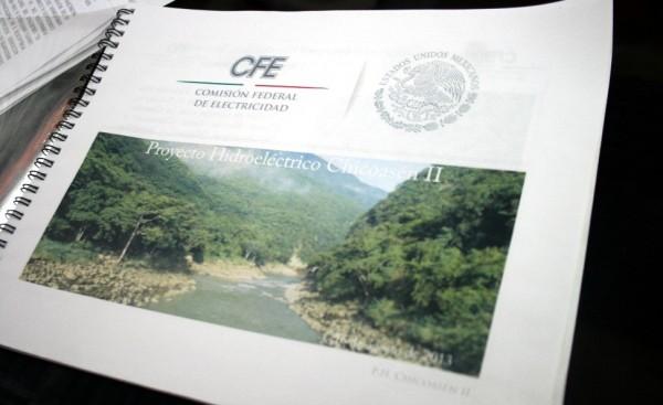 Carpeta con el Proyecto Hidroeléctrico Chicoasén II.