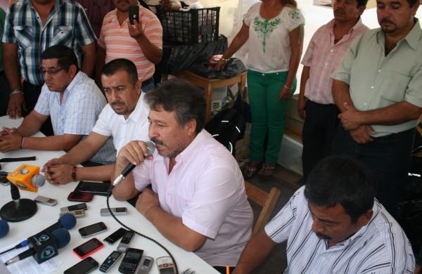 Líderes de la Sección VII del SNTE señalaron que la firma del acuerdo con el gobierno estatal no incluyó levantar el plantón. Foto Isaín Mandujano/Chiapas PARALELO