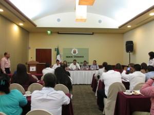 La sesión del Congreso se realizó ayer en un salón del hotel Fiesta-Inn.