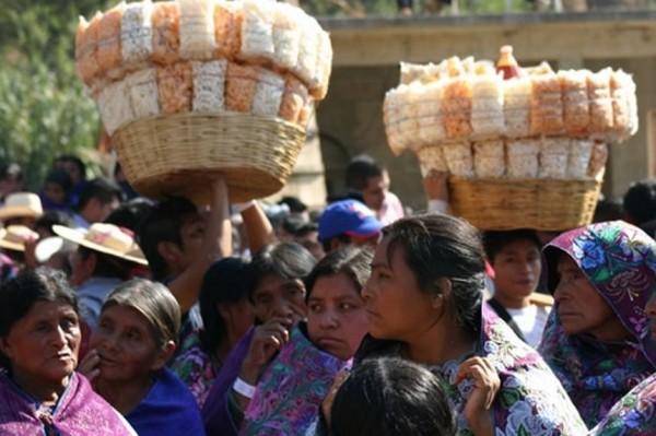 indígenas en San Cristóbal de las Casas. Foto: Ángeles Mariscal/Chiapas PARALELO