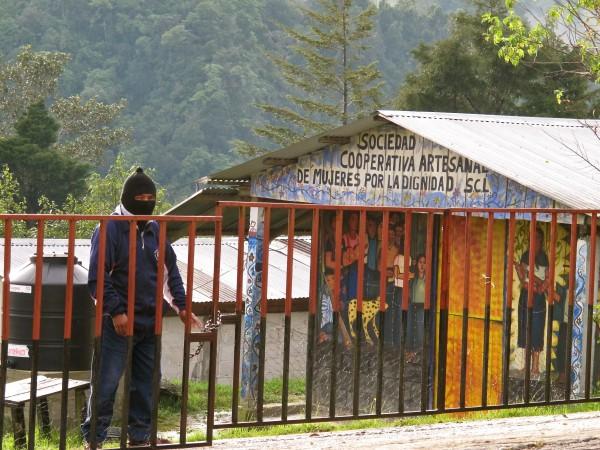 Coperativa de artesanas del EZLN en Oventic. Foto: Ángeles Mariscal/Chiapas PARALELO