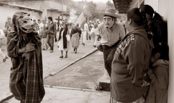 El tigre y la niña. Rayón, Chiapas. Foto: Fermín Ledesma