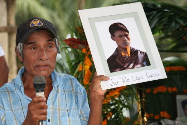 """A mi hijo José Tila lo mataron Sabelino Torres Martínez y su grupo de paramilitares de Paz y Justicia. Él era católico, tenía 26 años y 5 hijos"""". Foto: Ángeles Mariscal/Chiapas PARALELO"""