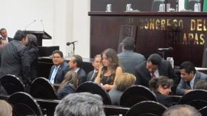 Durante más de una hora estuvieron las y los diputados esperando que llegará el gobernador para entregar su primer informe de gobierno. Foto: Sandra de los Santos/ Chiapas PARALELO.