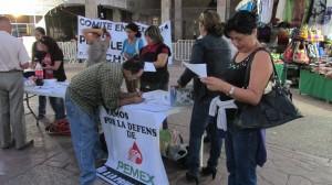 Las y los manifestantes colocaron mesas de información. Foto: Sandra de los Santos/ Chiapas PARALELO.