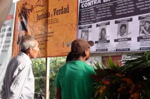 Indígenas agraviados por la estrategia contraninsurgente, durante la preaudiencia del TPP. Foto: Ángeles Mariscal/Chiapas PARALELO