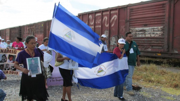 Las madres de las y los desaparecidos recorrieron las vías del tren de Arriaga. Foto: Sandra de los Santos/ Chiapas PARALELO.