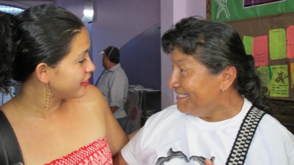 Las madres centroaméricanas recibieron a Doris Dominika como que si de su propia hija se tratara. Foto: Sandra de los Santos/ Chiapas PARALELO.