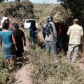 Pobladores de la zona fronteriza observan la zona donde fue encontrada la familia de guatemaltecos asesinados. Foto: Fredy Martín Pérez