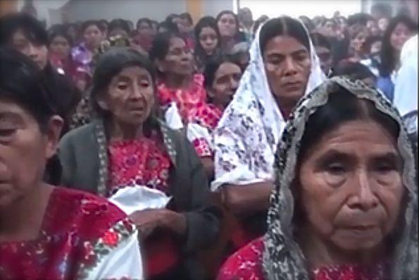 En El Bosque, hombres y muejres acordaron erradicar el alcoholismo de su región. Foto: Ángeles Mariscal/Chiapas PARALELO
