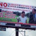 Espectáculares que fueron colocados por una iglesia cristiana en contra del matrimonio igualitario. Foto: Cortesía/ Chiapas PARALELO.