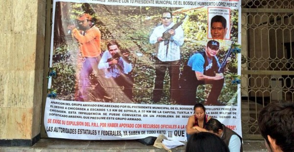 Lourdes Ruiz Jiménez se instaló este día en un ayuno permanente en las afueras del Congreso del Estado de Chiapas, para exigir a las autoridades federales su inmediata intervención en la investigación del presunto grupo armado que encabeza el edil. Foto: Eleazar Domínguez/Chiapas PARALELO.