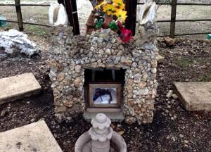 El camposanto es un rincón donde cada 2 de noviembre, Día de Muertos, los dueños de las mascotas pueden llegar a convivir con otros amantes de sus mascotas muertas. Foto: Isaín Mandujano/Chiapas PARALELO