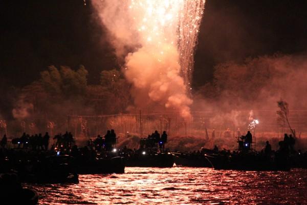 El combate naval de Chiapa de Corzo consiste en una serie de juegos pirotécnicos con lo que se conmemora la batalla del 21 de octubre de Chiapa de Corzo. Foto: Francisco López Velásquez/ Chiapas Paralelo.