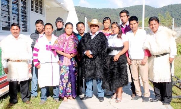 Comunicadores indígenas del equipo que conforma el noticiero Sk'oplal Jteklumaltik (Voces de Nuestro Pueblo). Foto: Cortesía