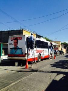 La revista Cambio promocionó la imagen del gobernador de Chiapas en diversos estados del país.