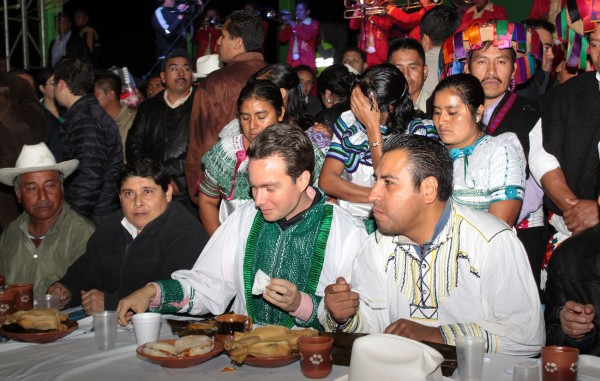 La cena de Manuel Velasco. Foto: Icoso