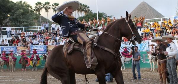 El gobernador chiapaneco sale al paso tras las críticas que ha recibido por la difusión masiva de su imagen en la revista Cambio.