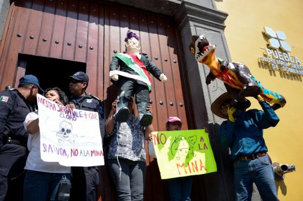 Manifestación en puebla contra la industria extractiva. Foto: LadoB