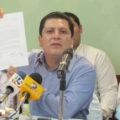Iván Sánchez Camacho, candidato a la dirigencia municipal del PRI en Tuxtla Gutiérrez mostró el documento en el que impugnan el proceso de elección interna. Foto: Sandra de los Santos/ Chiapas PARALELO.