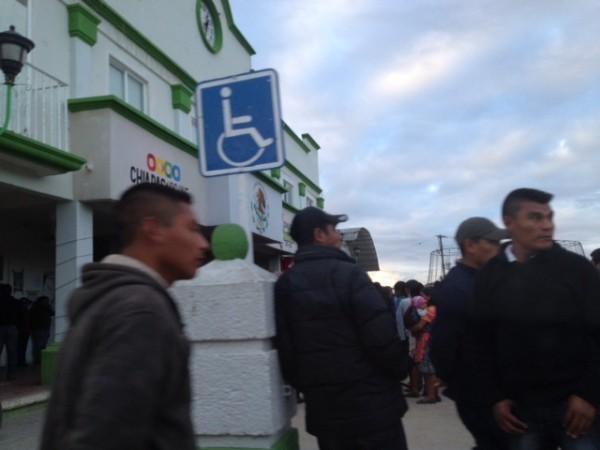 Tensión en Altamirano por la retención de funcionarios municipales. Foto: Fredy Martín Pérez