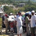 """Los bloqueos se levantaron luego que gobierno del estado firmó una serie de acuerdos con el magisterio, en el que se incluye el problema de las escuelas tomadas por la """"espuria"""" Sección 59. Foto: Página 3/Chiapas PARALELO"""