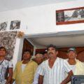 En la foto de camisa a rayas, Eduardo Toledo Orozco, miembro del cabildo comunitario de esa agencia municipal que se opone a los parques eólicos. Foto: Página 3/Chiapas PARALELO