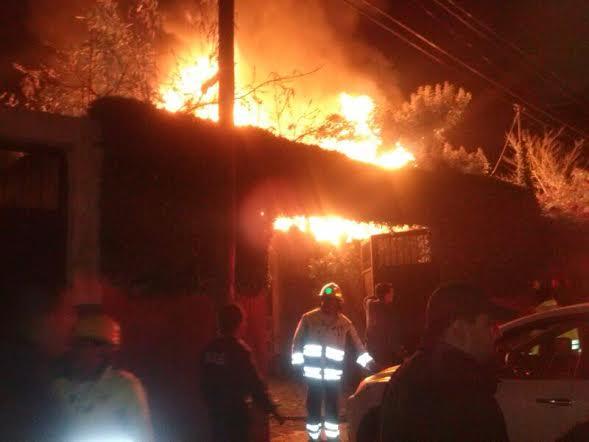 Incendio en el bario La Merced. Foto: Amalia Avendaño