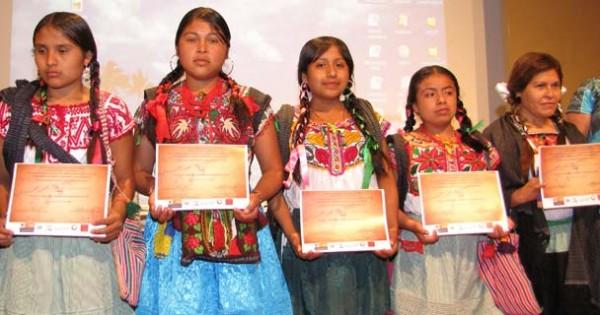 Mujeres indígenas que participaron en el libro. Foto: Cortesía.