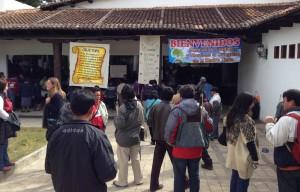 Convocados por la Diócesis de San Cristóbal, en un principio los indígenas de las 57 parroquias fueron convocados para recordaron el 25 de enero próximo el tercer aniversario luctuoso del obispo Samuel Ruiz García, mejor conocido entre los pueblos indígenas com JTatik, padre en lengua tsotsil. Foto: Isaín Mandujano/Chiapas PARALELO