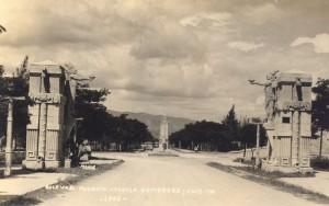 La entrada poniente de Tuxtla, a la altura del desaparecido Hotel Bionampak.  Foto: Archivo/Museo de la Ciudad