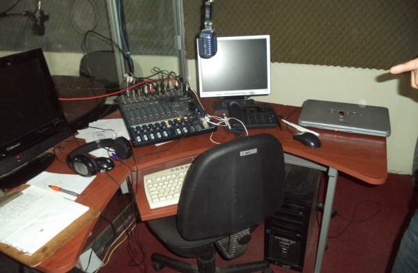 Imagen del interior de la radiodifusora que fue desmantelada en San Cristóbal de las Casas. Foto: Icoso