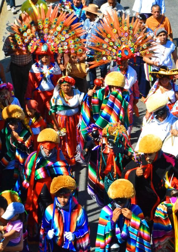 La procesión durante la bajada de las Virgenes de Copoya. Foto: Mag Servan/ Chiapas PARALELO.