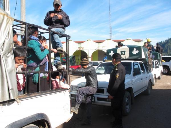 Desplazados regresan a refugio