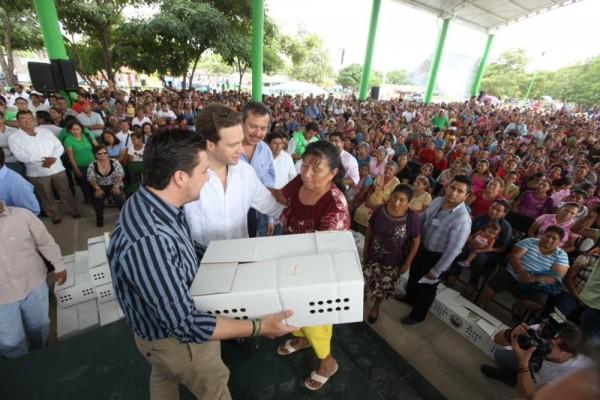 Entrega de pollitos en Jiquipilas. Foto: Icoso