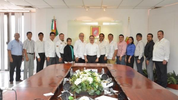El alcalde Samuel Córdova Toledo con su nuevo gabinete.