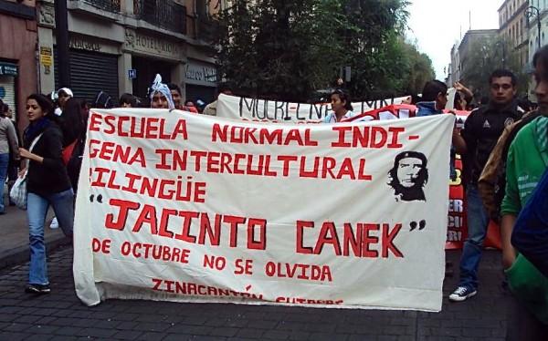Alumnos de la Escuela Normal Jacinto Canek demandan maestros. Foto: Amalia Avendaño