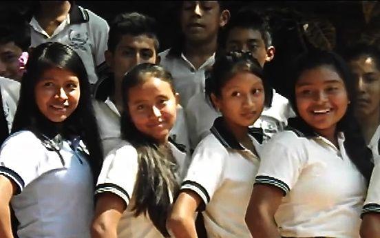 Gobierno de Chiapas deroga 28 millones de pesos en instalar pantallas y montar show con actrices, y se niega a pagar salarios de maestros maestros. Foto: Benjamín Alfaro