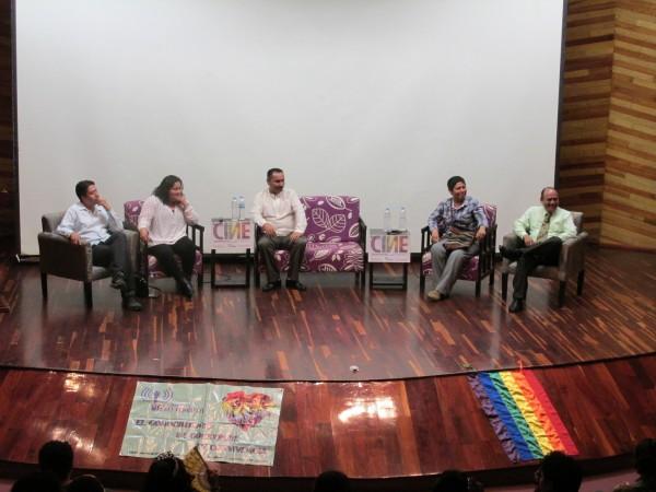 """Después de la muestra de cine, se realizó un panel sobre el tema de """"matrimonio igualitario"""". Foto: Sandra de los Santos/ Chiapas PARALELO."""