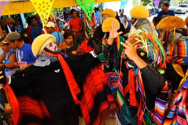 Los parachicos también participan en la celebración. Foto: Mag Servan/ Chiapas PARALELO.