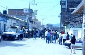 Trifulca en Bochil. Indígenas reclamaban obra pública y recibieron gases lacrimógenos y toletazos. Foto: Chiapas PARALELO