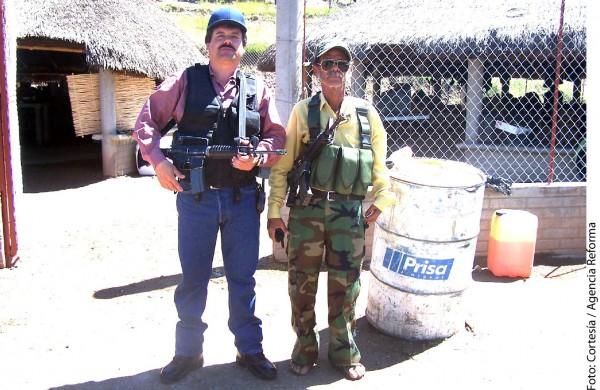 El Chapo Guzmán con su papá. Foto: Agencia Reforma