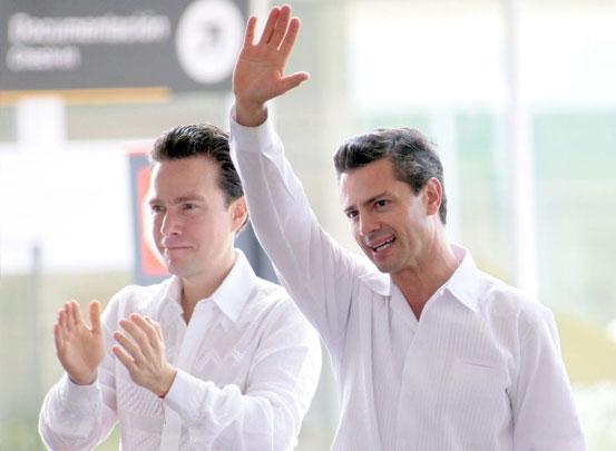 Manuel Velasco y Enrique Peña Nieto en la inauguración del aeropuerto de Palenque