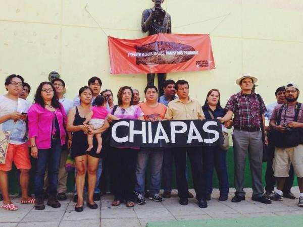 """Periodistas de Chiapas se suman a la campaña """"Frente a sus balas, nuestras palabras""""."""