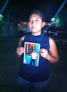Lucia Pérez viuda del joven Rolando Pérez quien ayer fue ultimado a golpes por policías municipales de Acala. Foto: Raúl Vera/Chiapas PARALELO