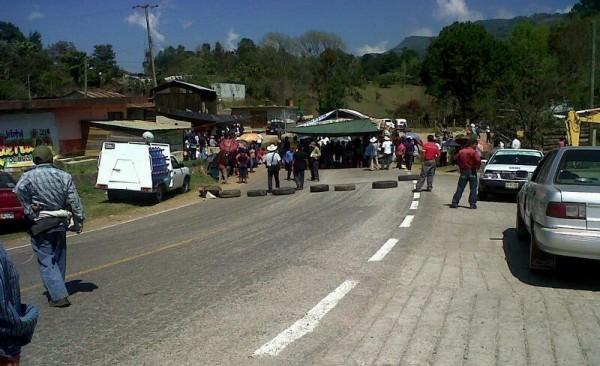 Apenas el lunes quitaron este bloqueo de Pueblo Nuevo Solistahuacán y ya pusieron otro bloqueo en Bochil.