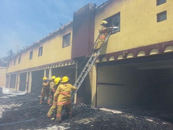 19 cuartos del auto hotel fueron consumidos por las llamas. Foto: Antonio Aguilar