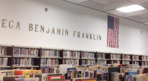 Información documental, libros para niños y adultos, cursos de inglés, en la Esquina Benjamín Franklin.